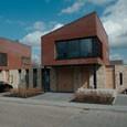 7 bungalows, 7 starterswoningen en een atelierwoning te Hilvarenbeek